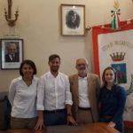 Trecastelli ha salutato il dirigente scolastico che va in pensione Umberto Migliari e la nuova dirigente scolastica Adriana Alejandra Siena