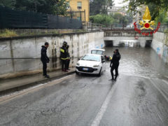 Allagamenti ad Ancona: auto bloccata in sottopasso a Vallemiano