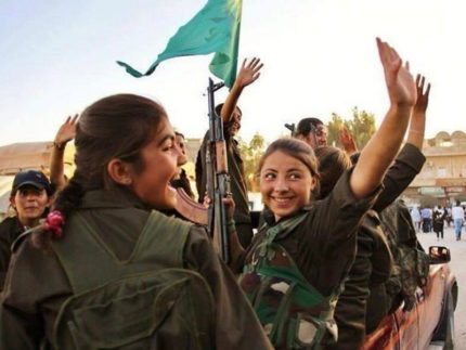 Soldatesse in Rojava