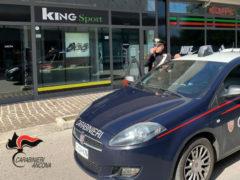 Carabinieri al King Sport per furto