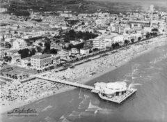 Foto aerea di Senigallia, tratta dall'archivio storico Leopoldi