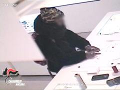 Furto in gioielleria ripreso da telecamere di videosorveglianza