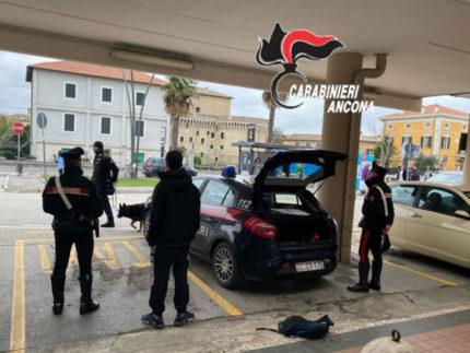 Controlli carabinieri alla stazione