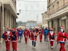 tornano i Babbi Natale del Nordic Walking
