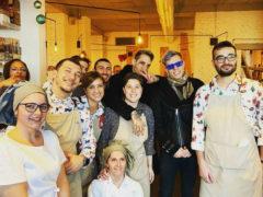 Achille Lauro con lo staff del Tajamare di Senigallia