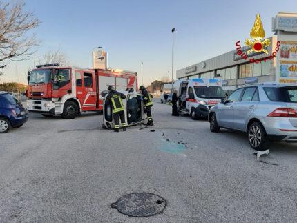 Incidente nei pressi del Centro Commerciale Il Maestrale a Cesano di Senigallia