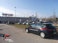 Carabinieri presso il centro commerciale Il Maestrale - Ipercoop