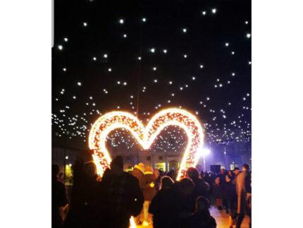 San Valentino: in migliaia a Senigallia incantati dalle scenografiche installazioni dedicate al festa degli innamorati