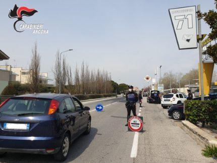 Carabinieri di Senigallia durante i controlli nel giorno di Pasqua