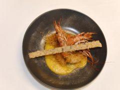 Mazzancolle in kataifi con crema di zucca, polvere di capperi e cracker ai semi - ricetta Insolito Bistrot