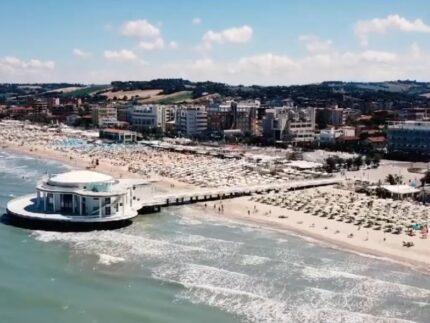 Spiaggia e Rotonda a mare viste dall'alto
