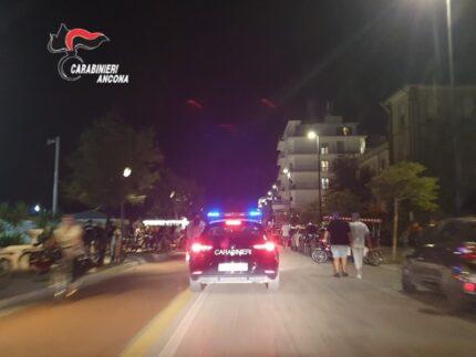 Carabinieri sul lungomare di Senigallia