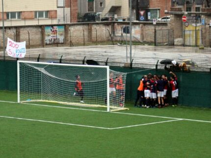 La Vigor Senigallia esulta dopo il gol di Marini contro il San Marco Servigliano