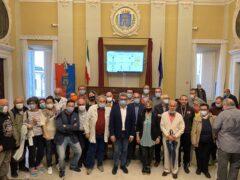 Massimo Olivetti con candidati, eletti e sostenitori dopo l'elezione a sindaco di Senigallia
