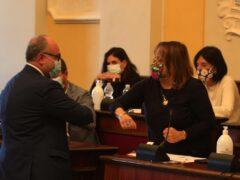 Massimo Bello e Margherita Angeletti si congratulano dopo le rispettive elezioni