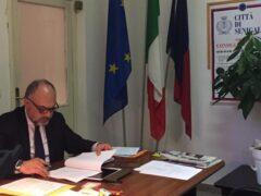 Massimo Bello nell'ufficio del Presidente del Consiglio Comunale di Senigallia