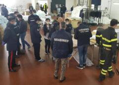 Carabinieri nel laboratorio