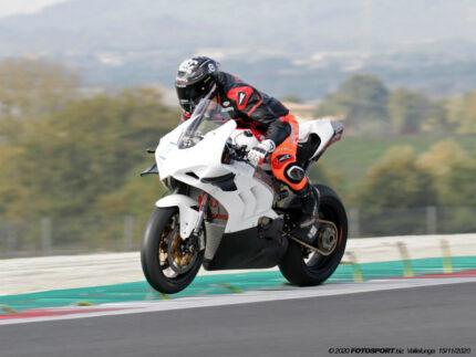 Simone Saltarelli in sella alla Ducati