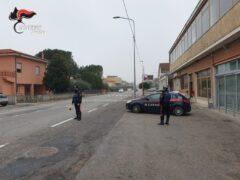 Carabinieri su via Raffaello Sanzio a Senigallia