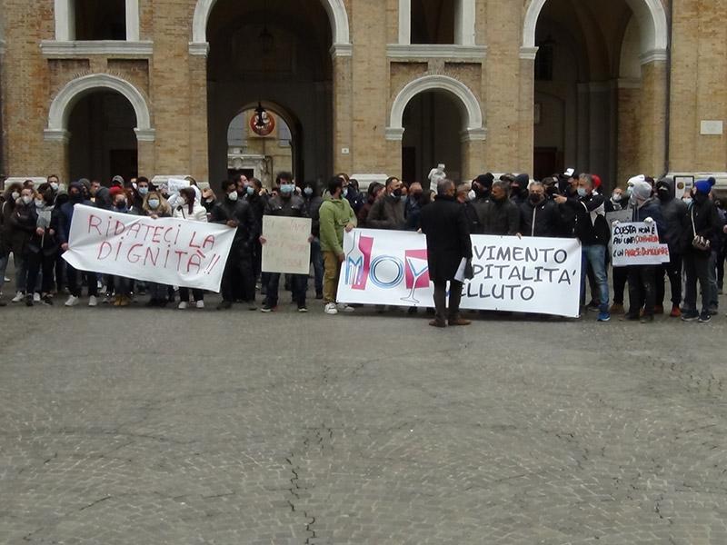 Manifestanti in Piazza Roma