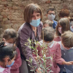 L'ulivo è stato piantato dalla nostra Dirigente prof.ssa Patrizia Leoni con l'aiuto dei bambini