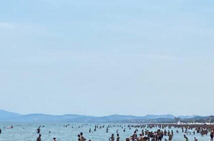 Spiaggia affollata Senigallia
