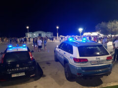 Polizia e Carabinieri davanti alla Rotonda di Senigallia