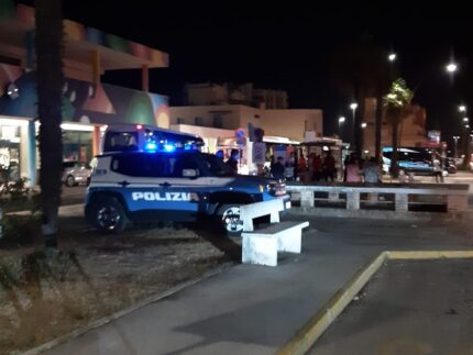 Polizia alla stazione ferroviaria di Senigallia