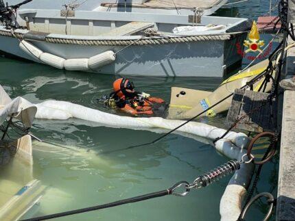 Imbarcazione affondata al porto di Senigallia