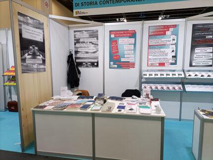 Stand Associazione di Storia Contemporanea al Salone del Libro di Torino 2021