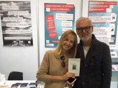 L'ex bomber Enrico Zanotto, con la compagna Magda, al Salone del Libro di Torino