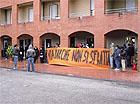 La manifestazione dei residenti dell'edificio di via Marche
