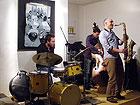 Matteo Fraboni alla batteria nel trio con Barend Middelohff al sax tenore e Paolo Ghetti al contrabasso