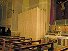 Senigallia, Chiesa delle Grazie - interno - paravento con assi di legno