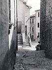 """""""Nei vicoli di Castelvecchio"""", 1953. Foto di Riccardo Gambelli. Tutti i diritti riservati"""