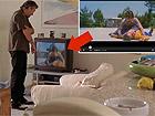 """Robert De Niro in Jackie Brown mentre osserva in tv una scena del film """"La belva col mitra"""" girato a Senigallia nel 1977"""