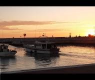 12/02/2021 - Alba al porto di Senigallia, c'è chi arriva e c'è chi parte...