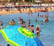 15/07/2021 - Un ombrellone in mezzo al mare