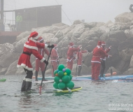 Succede a Natale a Senigallia: Babbo Natale sceglie il SUP