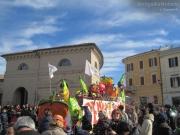 Carri, coriandoli e pubblico al Foro Annonario