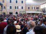 Tanta gente in piazza Roma per Caterpillar