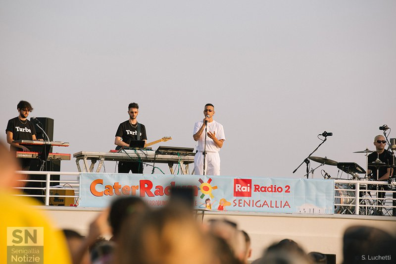 Mahmood in concerto all'alba a Senigallia per il CaterRaduno 2019