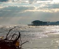12/02/2019 - Sole dopo la mareggiata