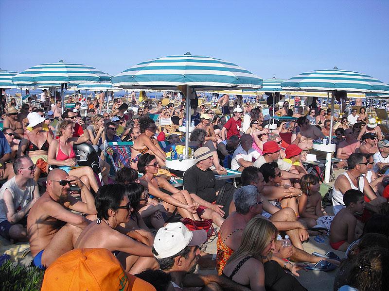 Spiaggia affollata per il CaterRaduno 2010