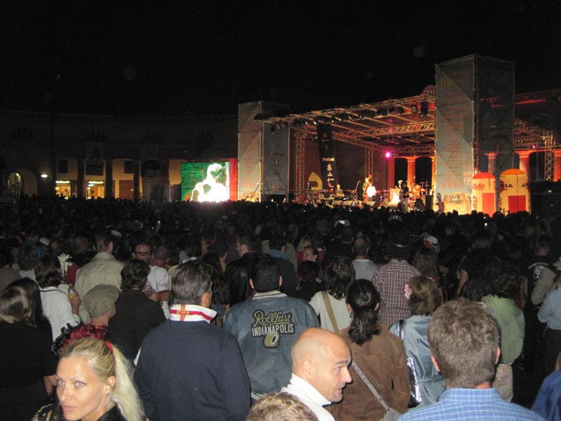 Il pubblico per Chuck Berry al Foro Annonario
