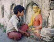 Bambino con Buddha