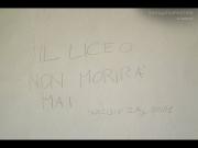 Uno slogan rimasto sulle pareti di Palazzo Gherardi