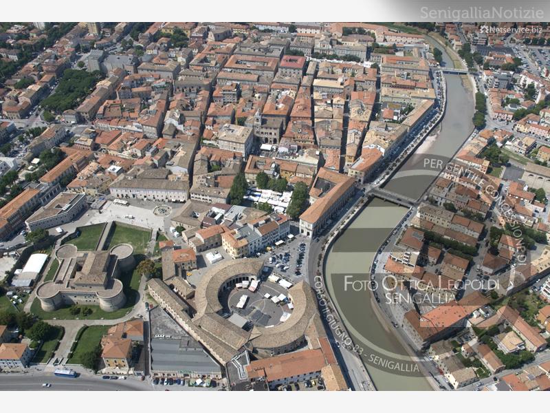 Il fiume Misa taglia il centro di Senigallia - Leopoldi-1201