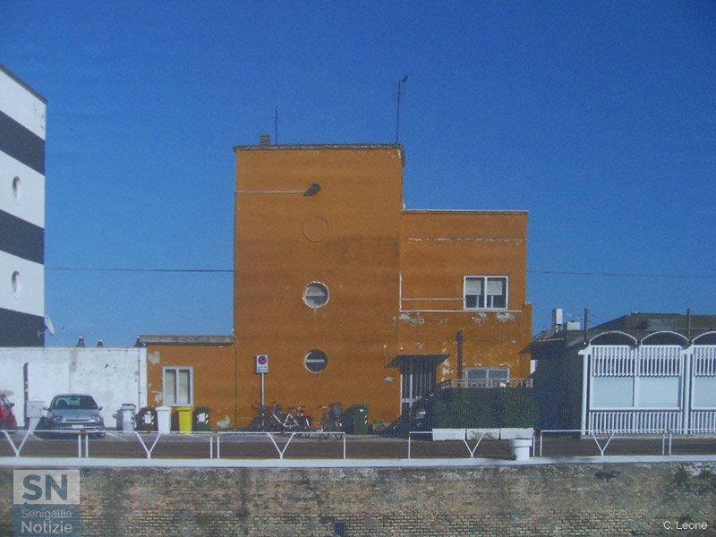La vecchia caserma della Guardia Costiera