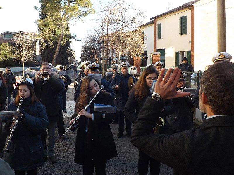 L'esibizione della banda Città di Senigallia